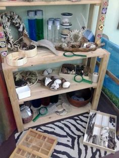 Magnifying glasses, photos, sorting trays, and an eye level display encourage exploration. Reggio Classroom, Infant Classroom, Outdoor Classroom, Classroom Design, Classroom Ideas, Childcare Environments, Childcare Rooms, Learning Environments, Preschool Rooms