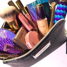 Let us in your makeup!!!!! #rethinknatural #naturalartistry #tartelette #tarteunderthesea #repost from @jatsbeauty