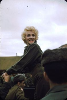 1954 : Marilyn Monroe with the Marines in Korea