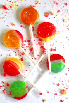 Learn how to make lollipops at home for a fun and easy treat. You can choose a lollipop recipe without corn syrup to make it more healthy. Or you can choose from several other more traditional homemade lollipop recipes.