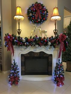 18 Most Beautiful Christmas Fireplace Decorations Diy Christmas Fireplace, Christmas Mantels, Noel Christmas, Christmas Lights, Christmas Wreaths, Fireplace Ideas, Christmas Window Display Home, Red And Gold Christmas Tree, Christmas Living Rooms