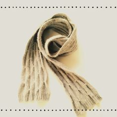 """☕ ️Cozy Scarf ☕️ A gray scarf ☕️ so soft & cozy ☕️ pre loved & shows some piling/ wear ☕️ I have removed the tag, so I'm unsure of material & brand, but it was Gap or Banana Republic I think ☕️ dimensions:62""""x5"""" Accessories Scarves & Wraps"""