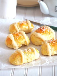 Coconut Buns with Milky Filling. The milky sweet filling of these Coconut Buns makes them so tasty. These buttery buns are wonderful treats to fill you up anytime. Coconut Buns, Baking Buns, Bread Baking, Sweet Buns, Bun Recipe, Dessert Recipes, Desserts, Sweet Bread, Tray Bakes
