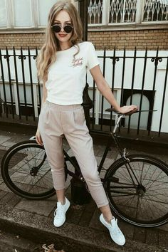 The Wardrobe Essentials Every Girl Needs In Her Closet - Career Girl Daily - Fashion and Hairstyles Style Outfits, Hipster Outfits, Boho Outfits, Trendy Outfits, Fall Outfits, Summer Outfits, Fashion Outfits, Fashion Clothes, Dress Outfits