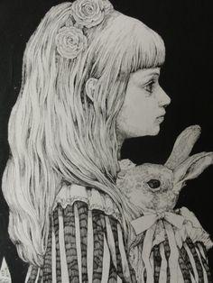 http://www.art-meter.com/works/?ID=AW053741 ヒグチユウコ画 「アリス展」出品作 友人のお嬢さんに似ているワ・・と思いながら描いた絵です。