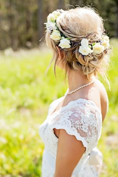 A Classic Lace Wedding Dress and Crown of White Roses for this Mountain Bride | Dawn Huemann Photography | See more! http://heyweddinglady.com/sweet-and-stylish-mountaintop-wedding-by-dawn-heumann-photography/