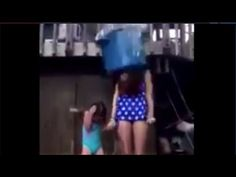【ALSアイスバケツチャレンジで悲惨な事故発生】氷水をかぶる母娘頚椎骨折で死亡か?スロー再生