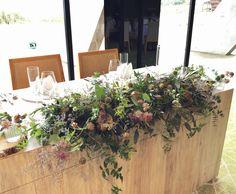 #novarese#vressetrose#wedding#pink#tablecoordinate#maintable#smokypink #natural #flower #bridal #setremarinabiwakoセトレマリーナびわ湖#ノバレーゼ#ブレスエットロゼ #ウエディング# ピンク #スモーキーピンク #シンプル # メインテーブル #テーブルコーディネート #ナチュラル#ブライダル#結婚式 Top Table Flowers, Top Wedding Dress Designers, Wedding Ornament, Wedding Table, Flower Arrangements, Wedding Flowers, Table Decorations, Bridal, Green