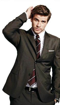 LIAM HEMSWORTH- 1 of my all time fave pics of him! so freaking gorgeous! Liam Hemsworth, Hemsworth Brothers, Melbourne, Australian Actors, Sr1, Mens Fashion Suits, Men's Fashion, Street Fashion, Fashion Clothes