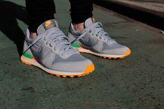 Nike Air Internationalist - Cool Grey / Wolf Grey - Atomic Mango