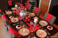 Turnstyle Vogue brings us another warm and inviting chic red tablescape with gorgeous centerpieces and dark wood furniture for contrast. I especially love the pewter plates and large pewter vase!