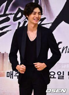 Finally news that Kim Joon will be in the Korean Drama Endless Love starting June Boys Before Flowers, Boys Over Flowers, Hipster Fashion, Korean Fashion, Mens Fashion, Korean Men, Korean Actors, Popular Korean Drama, Mbc Drama