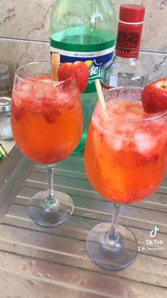 Candy Drinks, Fruit Drinks, Bar Drinks, Alcoholic Drinks, Refreshing Drinks, Yummy Drinks, Healthy Drinks, Yummy Food, Mixed Drinks Alcohol