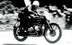 Der Meier Schorsch und sei BMW. Geoerg Meier on the kompessor BMW at the TT, 1939.