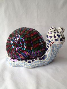Sensational Snail// Mixed media mosaic cement snail statue w iridescent green and fuchsia stained glass shell. Mosaic Diy, Mosaic Garden, Mosaic Crafts, Mosaic Projects, Mosaic Wall, Mosaic Glass, Stained Glass, Mosaic Rocks, Concrete Crafts