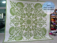 Green Quilt king, Green and White Quilts, Hawaiian Quilts Queen, Custom Hawaiian Quilt, Green Hawaii Longarm Quilting, Hand Quilting, Machine Quilting, Handmade Bed Covers, Hawaiian Designs, Hand Applique, Applique Quilts, Hawaiian Quilts, Queen Size Quilt