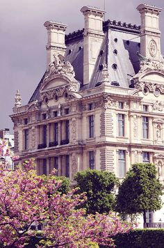 French architecture in Paris. Louvre Palace seen from Tuileries Garden. (I'm missing Spring time in Paris! French Architecture, Beautiful Architecture, Beautiful Buildings, Beautiful Places, Paris Architecture, Installation Architecture, Paris Travel, France Travel, Arquitectura Wallpaper