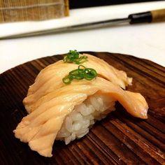 #sushi#nigiri#japanese#food#seafood#japan#japanesefood#sushichef#chef#culinary#itamae#sake#aburi#salmon by sushi_tamaoki