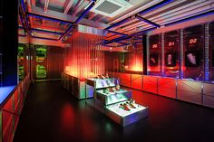 ADIDAS Springblade Innovation Lab pop up store by Urbantainer, Seoul store design Design Blog, Store Design, Visual Merchandising, Adidas, Window Display Retail, Retail Displays, Shop Displays, Window Displays, Led Store