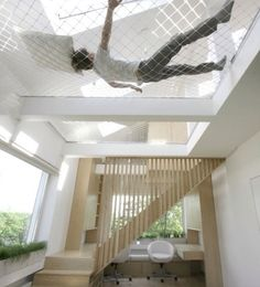 Insanely Clever Remodeling Ideas For Your New Home Have extra tall ceilings? Stretch a ceiling hammock across it.Have extra tall ceilings? Stretch a ceiling hammock across it. Future House, Interior Architecture, Interior And Exterior, Interior Design, Interior Ideas, Installation Architecture, Modern Interior, Arch Interior, Ceiling Installation