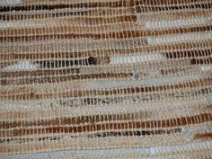 Teppe av rektangulære skinnelementer med grov søm (Hvit/lys brun)
