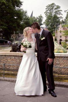Danielle Grey-Sauvé en haar man trouwden op 3 juli 2009 in het Efteling Hotel. Het park was een mooie decor voor hun trouwfoto's