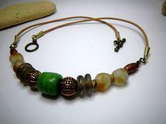 Collier en perles de verre africain « Shara » par Boutique Astrallia : Collier par boutique-astrallia