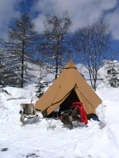 Wintercamping in a Tentipi tent (photo Jeroen Otten)
