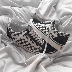 Vans - Checker Flame Old Skool - flat lay sneakers - old skool sneakers - fall sneakers - fall outfit Sock Shoes, Cute Shoes, Me Too Shoes, Shoe Boots, Tenis Vans, Vans Sneakers, Vans Shoes, Vans Checkered, Puma Outfit