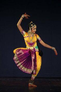 Indian Classical Dance, Music Drawings, People Dancing, India Art, Folk Dance, Dance Poses, Dance Fashion, Dance Photography, Just Dance