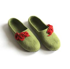 Women house shoes  felted wool slippers  Mothers day by AgnesFelt, $86.00