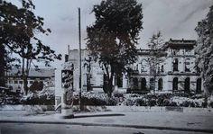Das Chemische Laboratorium, schätzungsweise um 1945. Das Chemische Laboratorium stand direkt neben dem Hauptgebäude und wurde genauso wie das Hauptgebäude im Zweiten Weltkrieg zerstört, aber dann nicht mehr aufgebaut. An dieser Stelle steht heute das SuperC. Quelle: Hochschularchiv