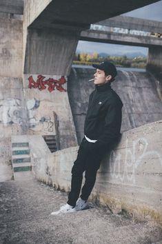 Den Entkerner wollte ich kkkkk❤ - if i were straight - Serie Photography Poses For Men, Urban Photography, Portrait Photography, Francis Wolff, Boys Wallpaper, Jolie Photo, Cute Guys, Pretty Boys, Male Models