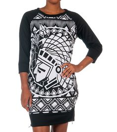 RED+FOX+Print+side+slit+knit+tunic+Chief+graphic+on+front+Long+sleeves+Stretch+fabric+for+ultimate+comfort+Crew+neck+with+ribbed+collar+Side+zips+detail+Solid+color+back