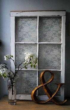DIY déco avec cadre en vielle fenêtre et dentelle