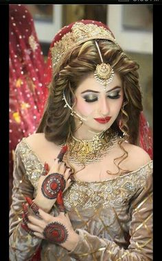 Modern Bridal Makeup Ideas And Dresses Collection For Girls. A wedding is an occasion to demonstrate our traditions. Here I will demonstrate you most recent Bridal Makeup Looks, Indian Bridal Makeup, Bride Makeup, Bridal Looks, Bridal Style, Bridal Dulhan Makeup, Wedding Makeup, Hair Makeup, Pakistani Bridal Hairstyles