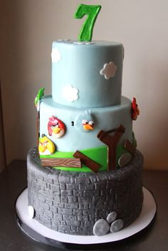 Una graciosa tarta para una fiesta Angry Birds / A fun cake for an Angry Birds party