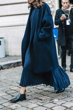 blueColors darkColors woolMaterial coatOuterwear briskWeather fallSeason navy pleated coat oxfords coat