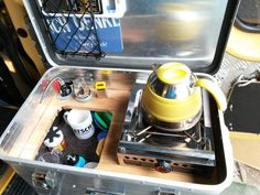 Kais Kochkiste am Auto Suv Camping, Trailers Camping, Camping Diy, Camping With A Baby, Camping Hacks, Family Camping, Camping Chuck Box, Outdoor Kitchen Bars, Camping Kitchen