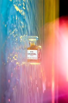 The infamous Chanel No. 5 was launched in 1921, and has been the essence of sophisticated taste since, and the best-selling perfume in the world. Worn by such greats as Marilyn Monroe, this classy fragrance boasts essential oils from a unique floral bouquet of rose, lily of the valley, and jasmine mixed with orris root at its heart. Summer Photography, Water Photography, Still Life Photography, Creative Photography, Inspiring Photography, Photography Tutorials, Double Exposure Photography, Levitation Photography, Headshot Photography