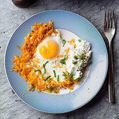 Pieczony placek z batatów z jajkiem i ricottą | Kwestia Smaku