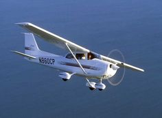 cessna 172 skywawk. i fly this too