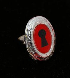 Keyhole locket poison ring