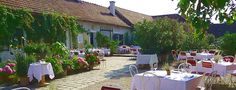 © Gut Oberstockstall  http://www.austria.info/us/austria-unique-like-you/fine-dining-on-an-organic-farm-1555351.html#