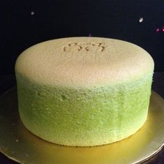 Pandan Spongecake Ingredients:- 6 eggs yolks – I used grade B eggs which is about corn oil plain flour Pinch of salt pandan juice coconut milk 6 eggs whites sugar Line the. Tea Recipes, Baking Recipes, Sweet Recipes, Dessert Recipes, Asian Desserts, Sweet Desserts, Just Desserts, Food Cakes, Cupcake Cakes