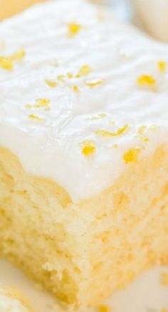 Lemon Buttermilk Cake with Lemon Glaze Lemon Buttermilk Cake with Lemon Glaze - An easy little cake with big lemon flavor! Soft, fluffy, and foolproof if you like puckering up! Buttermilk Recipes, Lemon Recipes, Cake Recipes, Dessert Recipes, Lemon Desserts, Just Desserts, Delicious Desserts, Yummy Food, Lemon Cakes