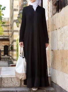 Must check out the new stylish black abaya designs in 2020 for girls. New black abaya designs come in beautiful patterns that will make you look sober. Arab Fashion, Islamic Fashion, Muslim Fashion, Muslim Dress, Hijab Dress, Hijab Style, Hijab Chic, Abaya Designs Latest, Simple Abaya Designs