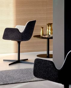 PASS Chair with 4-spoke base by Lapalma design Hee Welling