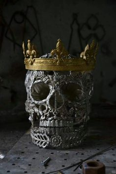 I crown thee......