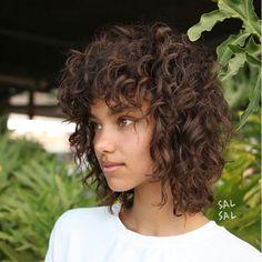 20 Popular Short Curly Hair Ideas – – Short Hairstyles – Hairstyles 2019 Source by best_women_hairstyles Curly Shag Haircut, Curly Lob, Curly Hair Styles, Curly Hair With Bangs, Haircuts For Curly Hair, Curly Hair Cuts, Short Curly Hair, Hairstyles With Bangs, Short Hair Cuts